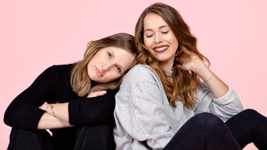 Ann-Sophie Claus und Sinja Stadlmaier stecken hinter der Idee. Sie vermarkten die Bio-Tampons mit Sprüchen wie Läuft bei dir.