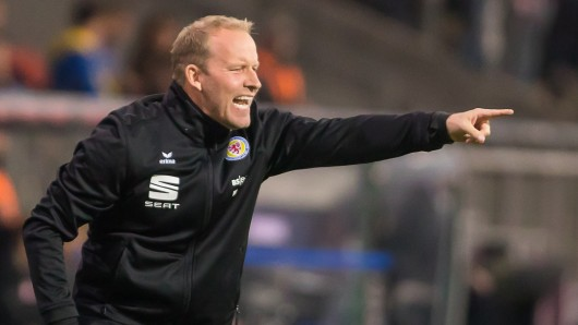 Seine Anweisungen haben nicht geholfen: Henrik Pedersen verlor mit Eintracht Braunschweig beim bisherigen Tabellenletzten SV Meppen mit 2:4 (0:2). Die Löwen sind nun selbst Tabellenletzte (Archivfoto).