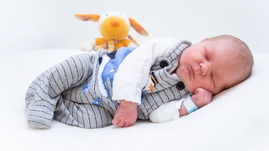 Robin Koch erblickte am 16. September um 15.31 Uhr das Licht der Welt. Er ist mit einer Länge von 55 Zentimetern und einem Gewicht von 3.830 Gramm das neueste Familienmitglied von Julia und Dandy Koch.