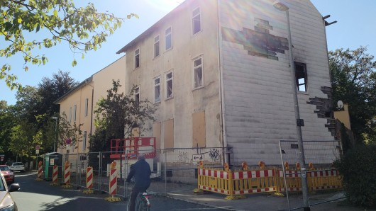 So sah das Brandhaus in der Hochstraße am 1. Oktober aus - da war die von der Stadt wiederholt verlängerte Frist zum Komplettabriss schon seit mehr als einem Monat abgelaufen.