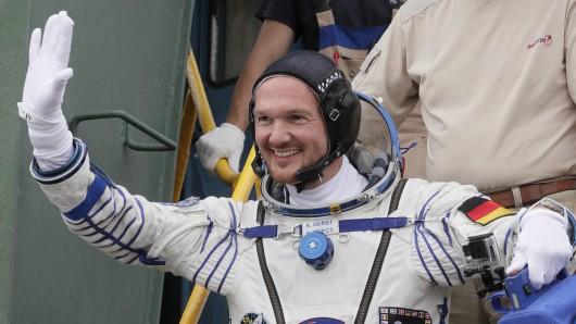 Alexander Gerst bei seinem Aufbruch ins All im Juni: Der deutsche Astronaut ist seit Mittwoch Kommandant der ISS.