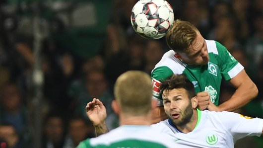 Renato Steffen ist nur zweiter Sieger im Kopfballduell gegen Niklas Moisander.