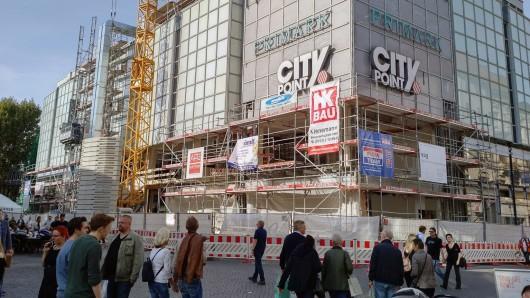 Insgesamt wird das Einkaufszentrum künftig ein lichteres und leichteres Aussehen haben. Große Glasfassaden machen's möglich.