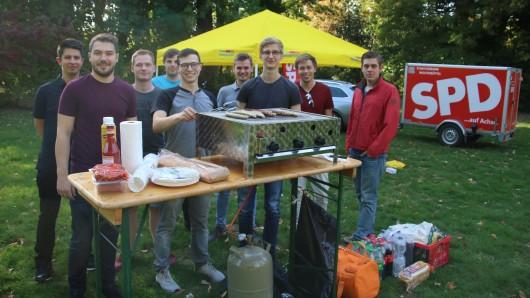 Die Jugendorganisationen der FDP und SPD haben sich zusammen geschlossen um gemeinsam für einen Grillplatz im Seeligerpark zu demonstrieren.