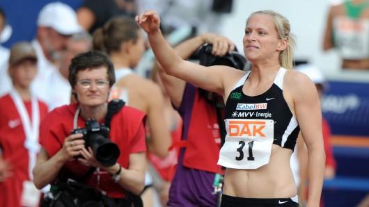 Deutsche Meisterschaften 2010 im Braunschweiger Eintracht-Stadion: Hier freut sich Verena Sailer über ihren Titel im 100-Meter-Lauf.