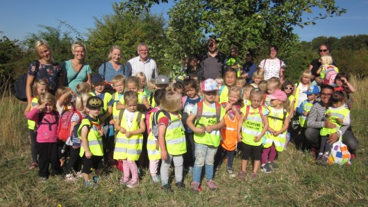 Die Kinder aus Remlingen haben Äpfel für Apfelsaft gesammelt.