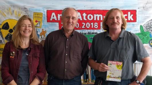 Beim Anti-Atom-Treck wird fahrend gegen die Asse und Schacht Konrad protestiert. Stefanie Schlensog, Claus Schröder und Ludwig Wasmus haben die Veranstaltung organisiert.