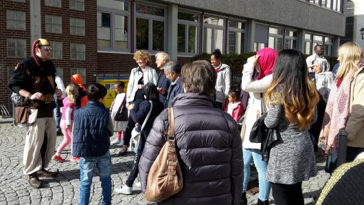 Die Gruppe des Cafés der Begegnung erkundete Schöppenstedt gemeinsam mit Till Eulenspiegel.