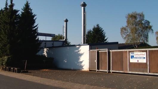 Außenansicht von einem Schlachthof, der nach Tierquälerei-Vorwürfen vom Landkreis Osnabrück stillgelegt wurde. Tierrechtler hatten die Missstände mit heimlich aufgenommenem Filmmaterial dokumentiert.