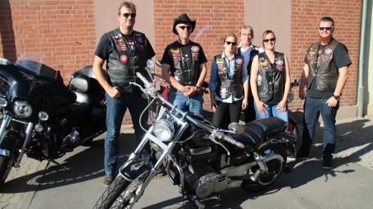 Atze, Cowboy, Como, Aniotek, Mieze und Chris sind ehrenamtlich in der Zweigstelle des Vereins B.A.C.A. in Schöningen tätig. Die Biker spenden missbrauchten oder misshandelten Kindern Kraft.