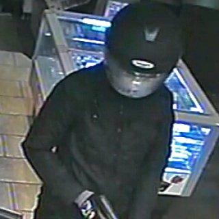 Der Mann hatte der Kassiererin einer HEM-Tankstelle in Gamsen eine Schusswaffe vorgehalten.