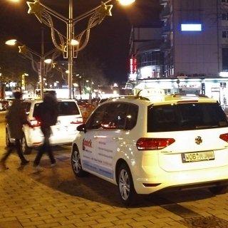 Am Taxistand in der Porschestraße rastete die Frau aus. Ein Grund dürfte ihr Alkoholkonsum gewesen sein (Archivfoto).