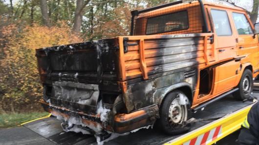 Schwer beschädigt wurde der bereits restaurierte VW-Oldtimer bei dem Fahrzeugbrand.