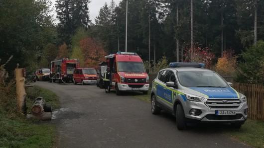Feuerwehren aus Bad Harzburg und Darlingerode waren beim Böschungsbrand am Eckerstausee im Einsatz, ebenso Kräfte des Polizeireviers Harz.