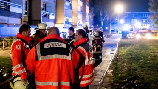 Während die 25-jährige Frau schwer verletzt in ein Krankenhaus eingeliefert wurde, konnten die Rettungskräfte nichts mehr für ihren 29-jährigen Ehemann tun.