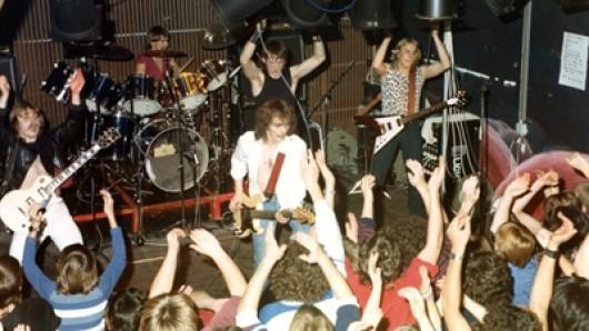Die Local Heroes: Stealtower 1982 im Mehrzwecksaal des Kulturzentrums.