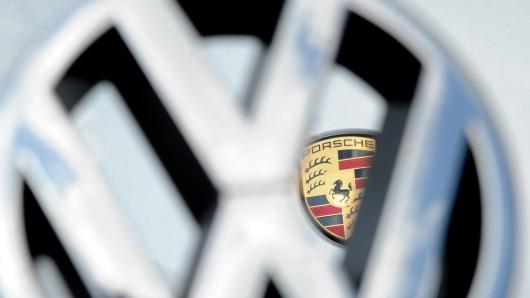VW und die Dachgesellschaft Porsche SE müssen sich heute wieder vor dem Landgericht Stuttgart erklären (Symbolbild).