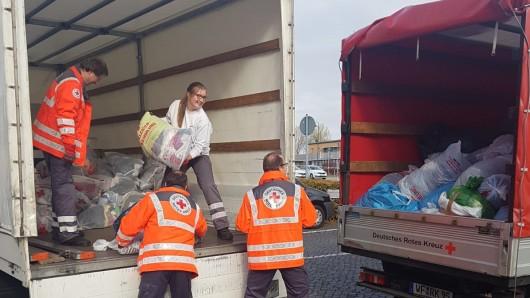 Helfer des DRK-Einsatzzuges sammelten im gesamten Landkreis Wolfenbüttel Altkleidersäcke ein.