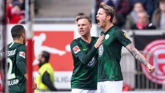 Na bitte, geht doch: William (v.l.), Yannick Gerhardt und Torschütze Wout Weghorst jubeln nach dem Treffer zur 1:0.