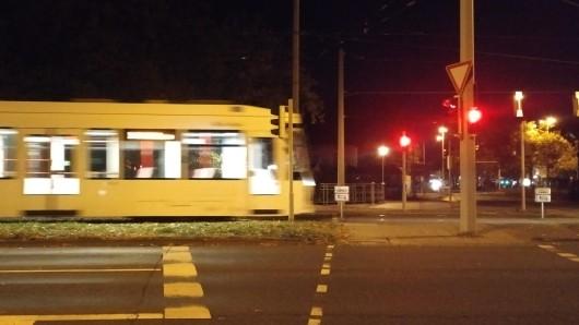 Die Straßenbahn der Linie 3 verkehrt seit Sonntagabend wieder in Richtung Weststadt. Auf der 5 zwischen Hauptbahnhof und Broitzem geht's erstmal mit Bus-Ersatzverkehr weiter.