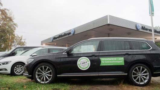 Neben dem klassischen Gebrauchtwagenhandel setzt VW verstärkt auf Online-Vermarktung: Das neue Portal Heycar wächst dabei schneller als geplant.