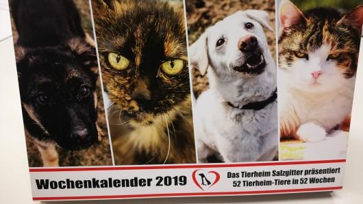 Das Tierheim Salzgitter verkauft die Kalender für den guten Zweck.