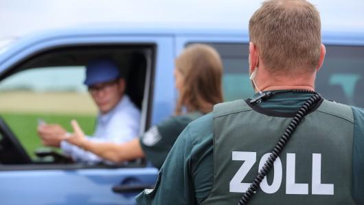 Die Zollbeamten hatten den Fahrer auf der A2 angehalten (Symbolbild).