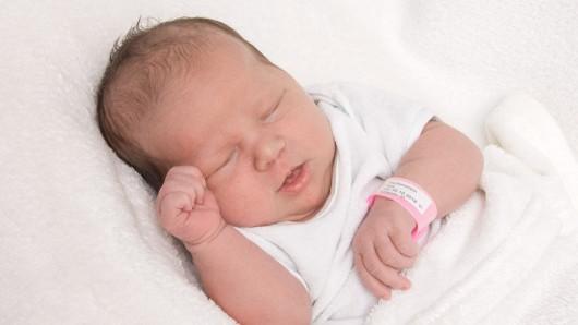 Renee Thelma Schuster wurde am 29. Oktober um 17:52 Uhr in der Frauenklinik am Standort Celler Straße geboren. Sie ist 50 cm lang und wiegt 3.345 Gramm. Ihre Eltern sind Ina Schuster und Torsten Mahr.