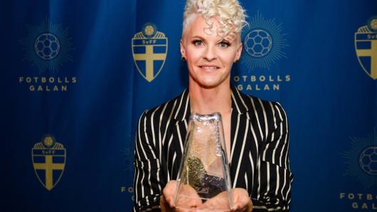 Nilla Fischer vom VfL Wolfsburg ausgezeichnet.