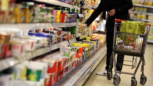 Der Kleine wurde schließlich in einem Supermarkt bei den Molkereiprodukten entdeckt. (Symbolbild)