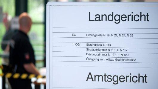 Wegen Mordes an seiner Mutter muss sich vom 27. November 2018 an ein Mann aus Herzberg am Harz vor dem Landgericht Göttingen verantworten
