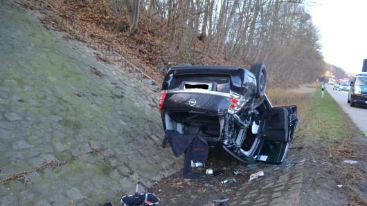 Der Wagen hatte sich auf der A7 überschlagen.