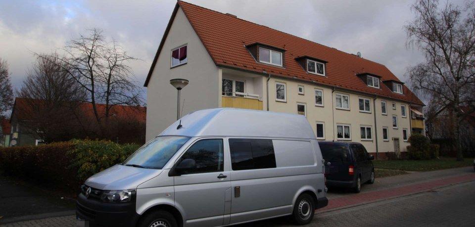 In diesem Haus hat die Polizei am Dienstag die Leiche einer Frau entdeckt.