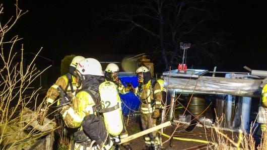 Die Einsatzkräfte der Feuerwehr Bad Harzburg mussten eine brennende Gartenhütte löschen.