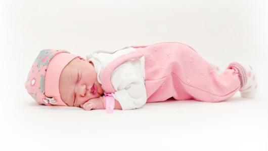 Tilda Schaffrath wurde am 26. Dezember um 09:56 Uhr in der Helios St. Marienberg Klinik in Helmstedt geboren. Sie ist 49 cm groß und wiegt 3.020 Gramm. Ihre Eltern sind Sandy und Pascal Schaffrath.