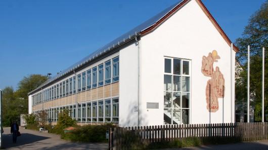 Zwei Unterrichtsräume in dem Gebäude müssen saniert werden. (Archivbild)