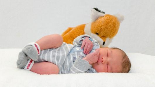 Jannes Wolfgang Wolf wurde am 12. Januar um 14:10 Uhr in der Helios St. Marienberg Klinik in Helmstedt geboren. Er ist 52 cm groß und wiegt 3.470 Gramm. Seine Eltern sind Peggy Wolf und Timo Schulze.