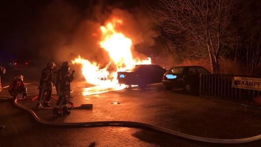 Am Donnerstagabend haben zwei Autos in Celle Feuer gefangen.