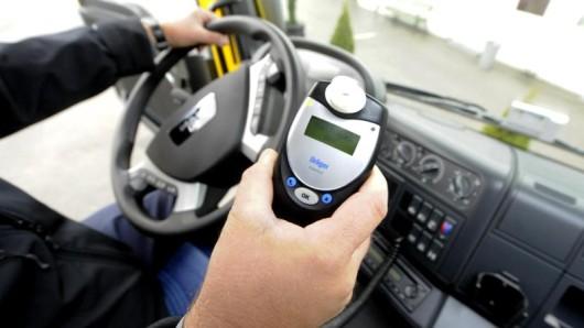 Ein elektronisches Alkolock-Gerät setzt die Zündung außer Kraft, wenn der Fahrer unter Alkoholeinfluss steht. (Archivfoto)