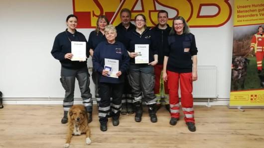Von links: Sibel Wolff, Gruppenleiterin Susanne Bienias, Christine Engelmann Vollrath Kanitz, Stellv. Leiterin Sonja Weiß, Prüfer/in Christian Hadim, Petra Schumacher.