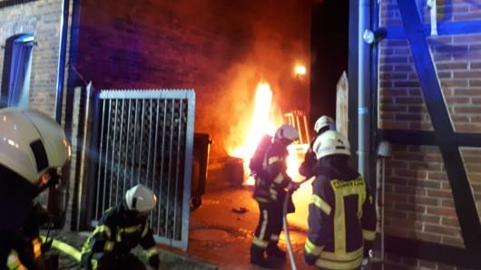 Am Donnerstagabend hat in Vorsfelde Sperrmüll Feuer gefangen.