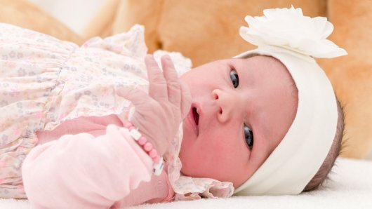 Nora Egel wurde am 30. März um 9.19 Uhr in der Helios St. Marienberg Klinik in Helmstedt geboren. Sie ist 52 cm groß und wiegt 3.680 Gramm. Seine Eltern sind Anna und Sergej Egel.