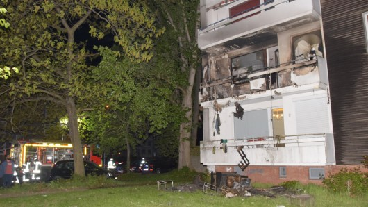 Die Flammen hatten auch auf den darüber liegenden Balkon übergegriffen.