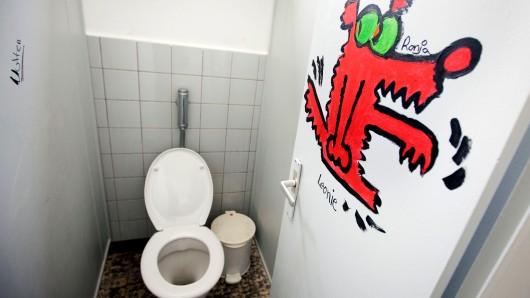 Viele Toiletten in Niedersachsens Schulen sind verdreckt. (Symbolbild)