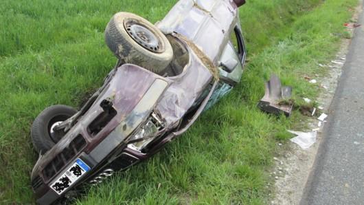 Der Fahrer hatte sich nach dem Unfall bei Lehre noch selbst aus dem Wagen befreien können.