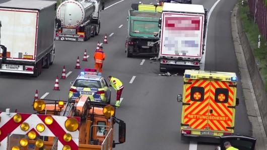 Auf der A2 hat es am Vormittag gleich drei Unfälle gegeben.
