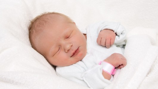 Romina Altag wurde am 13. Mai um 13:38 Uhr in der Frauenklinik am Standort Celler Straße geboren. Sie ist 49 cm groß und wiegt 3.090 Gramm. Ihre Eltern sind Petra Finke und Florian Altag.