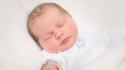 Julia Mack wurde am 22. Mai um 20:50 Uhr in der Frauenklinik am Standort Celler Straße geboren. Sie ist 54 cm groß und wiegt 3.805 Gramm. Ihre Eltern sind Ines und Konstantin Mack.