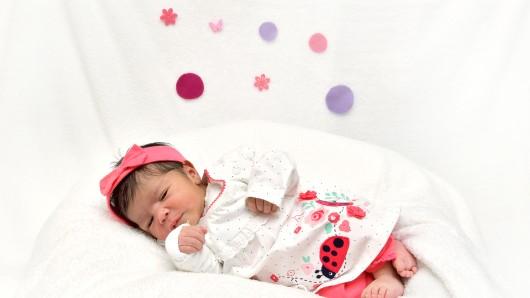 Rahaf Alkhatib wurde am 27. Mai um 1:33 Uhr im Helios Klinikum in Salzgitter geboren. Sie ist 51 cm groß und wiegt 3.030 Gramm. Ihre Eltern sind Dalin Alzobi und Ali Alkhatib.