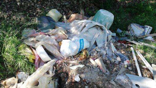 Die Polizei in Goslar sucht Müllsünder aus dem Harz.